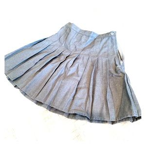 Lands' End Bottoms - Lands End Girls Size 6x pleated skirt Grey